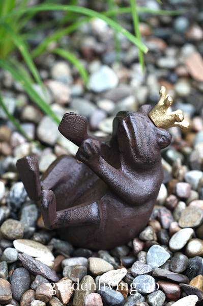 Hagepynt - frosk med gullkrone, happy baby